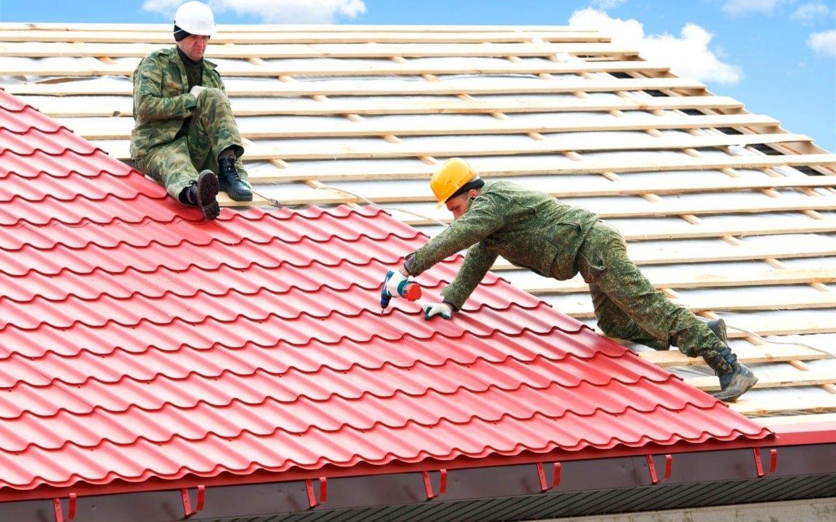 покрівельники даху